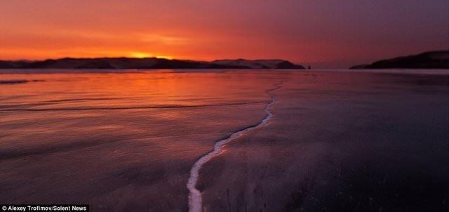 Baykal Gölü ortadan ikiye ayrıldı!