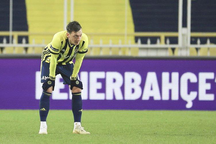 Son dakika: Fenerbahçe'ye Trabzonspor derbisi öncesi Gustavo'dan kötü haber! Mesut Özil ilk 11'de olacak mı?