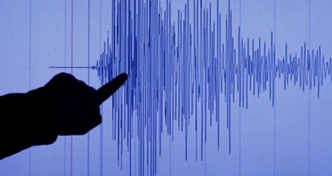 İtalya'da ardı ardına iki büyük deprem