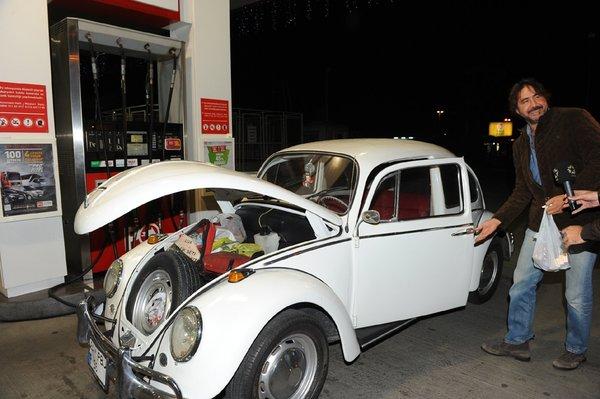 Hakan Merçliler yeni arabasıyla görüntülendi