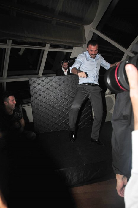 Demet'in kocasından şok eden dans