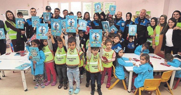 Adana polisinden çocuklara masallar