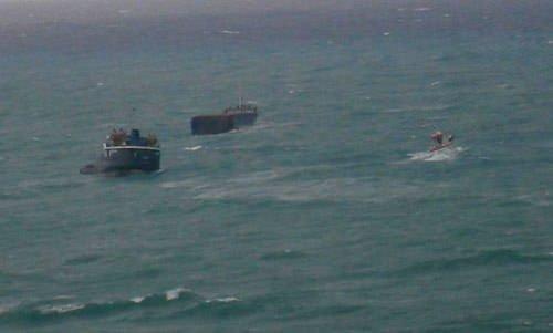 Gemi ikiye bölündü