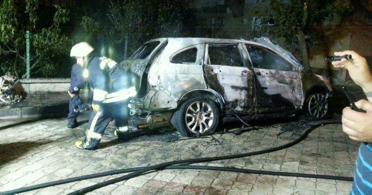 Araçla birlikte 60 bin lira para da yandı