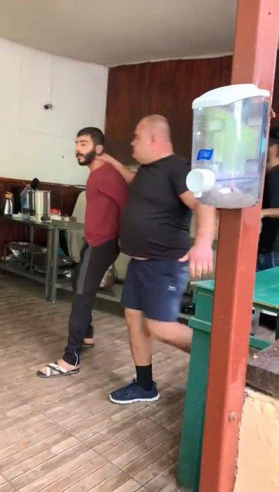 Antalya'da otel baskını! Turistlerin gözü önünde korkunç işkence kamerada!