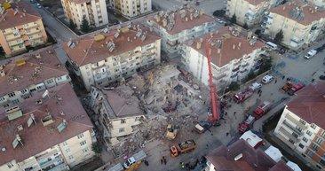 Türkiye'yi yasa boğan Elazığ depreminde devam eden enkaz çalışmaları havadan görüntülendi