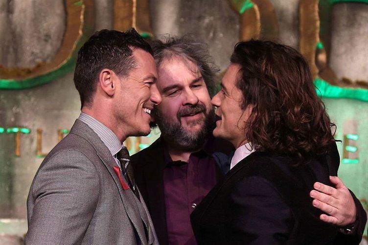 Hobbit üçlemesinin son filmi görücüye çıktı