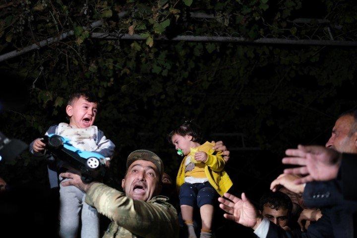 Ermenistan insanlık suçu işliyor! Ermenistan'ın bomba yağdırdığı mezarlıkta yürek dağlayan görüntüler