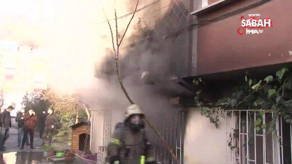 İstanbul Alibeyköy'de yangın paniği: Biri bebek 2 kişi dumandan etkilendi | Video
