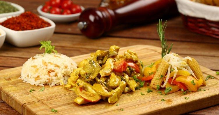 Eşsiz lezzetiyle köri soslu tavuk tarifi: Kremalı köri soslu tavuk nasıl yapılır?