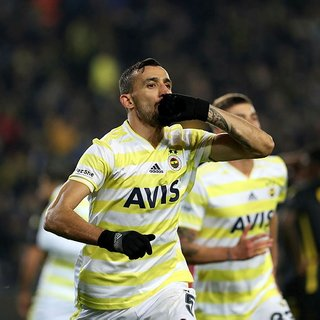 Galatasaray, Fenerbahçe'den ayrılan Mehmet Topal'ı transfer etmek istiyor