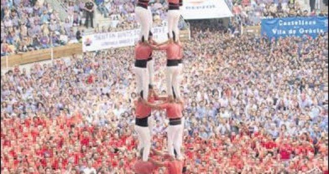 Katalonya'da insan kuleler yarıştı