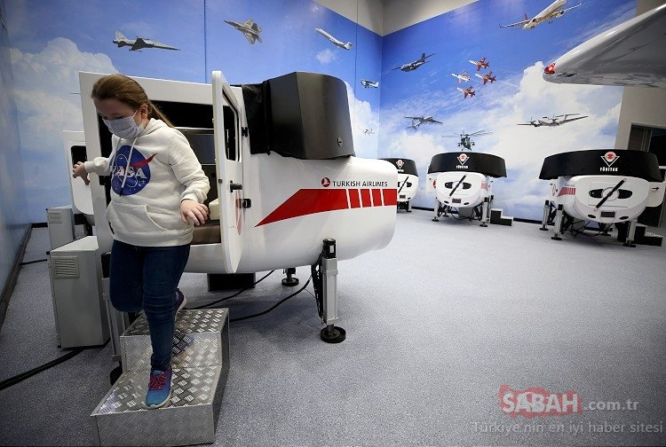 Gökmen Uzay ve Havacılık Eğitim Merkezi ziyaretçilerini adeta uzayın derinliklerine götürüyor