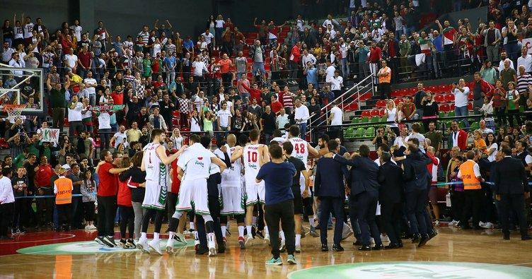 Basketbol Süper Ligi'nde 3 yıl sonra yuvaya dönen Antrenör Ufuk Sarıca yönetiminde oluşturduğu güçlü kadroyla sezona 2'de 2'yle lider başlayan Pınar Karşıyaka, FIBA Europe Cup'ta da rakibi Boras Basket'i 2 maçta da yenerek gruplara kaldı. ile ilgili görsel sonucu