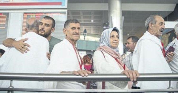 İzmir'den ilk hac kafilesi dualarla uğurlandı