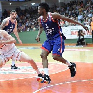 Tahincioğlu Basketbol Süper Ligi'nde ilk yarı finalist Anadolu Efes
