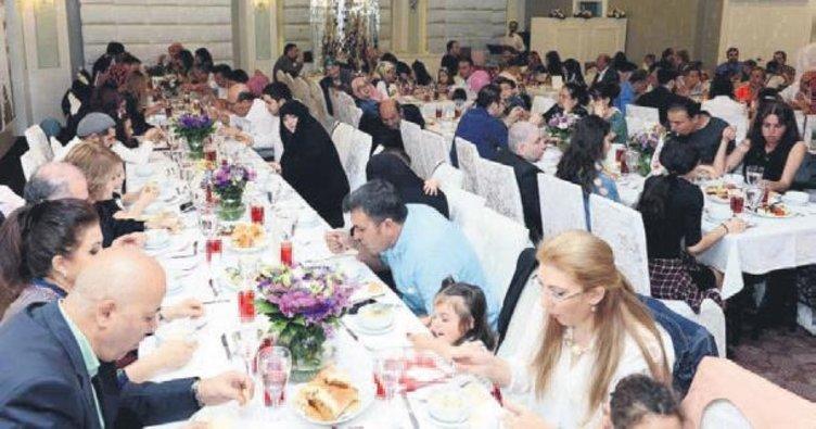 Vali Topaca koruyucu ailelerle iftar yaptı