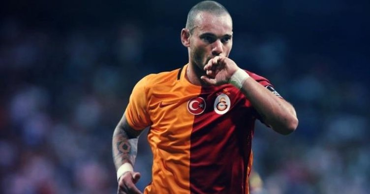 Sneijder sonunda masaya oturuyor