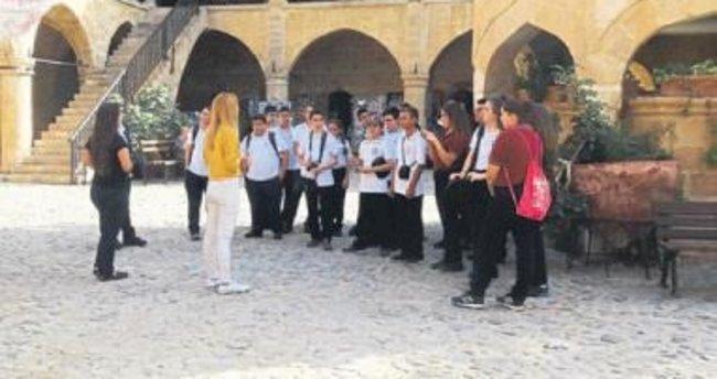 Kıbrıs kültürünü ve tarihini öğreniyorlar