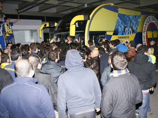 Şampiyonlar Ligi Şampiyonu Fenerbahçe yurda döndü