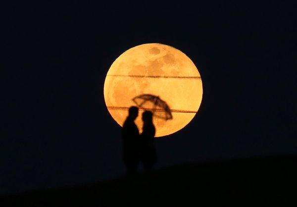 'Süper Kanlı Mavi Ay Tutulması' görsel şölen oluşturdu