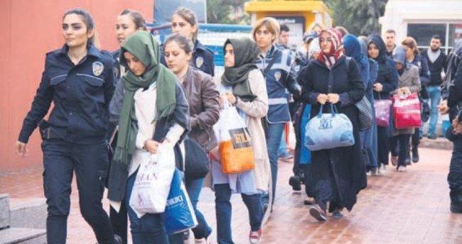 FETÖ'nün Karşıyaka yapılanmasına 32 gözaltı