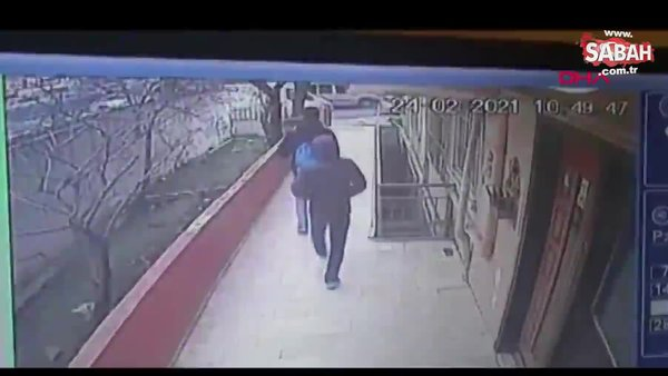 Avcılar'da güvenlik kamerasını gören hırsızlar binaya geri geri yürüyerek böyle girdi   Video