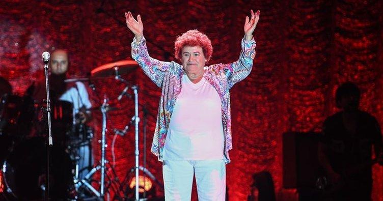 Selda Bağcan bir rekora imza attı