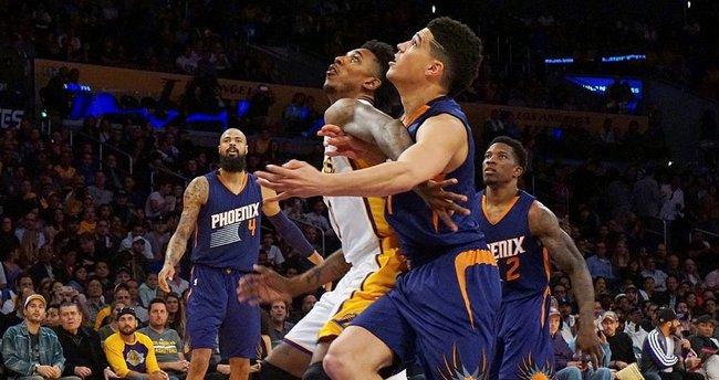 Lakers'tan art arda 3. galibiyet