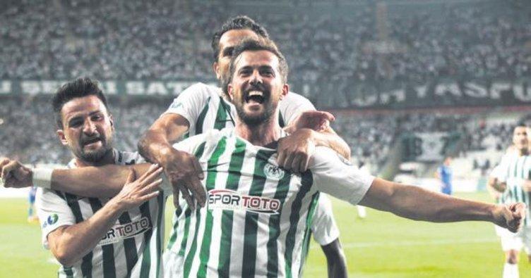 Gol düellosunda sevinen Konyaspor
