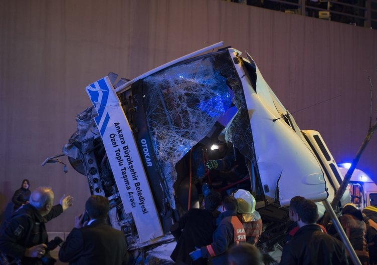 Ankara'da özel halk otobüsü köprüden uçtu