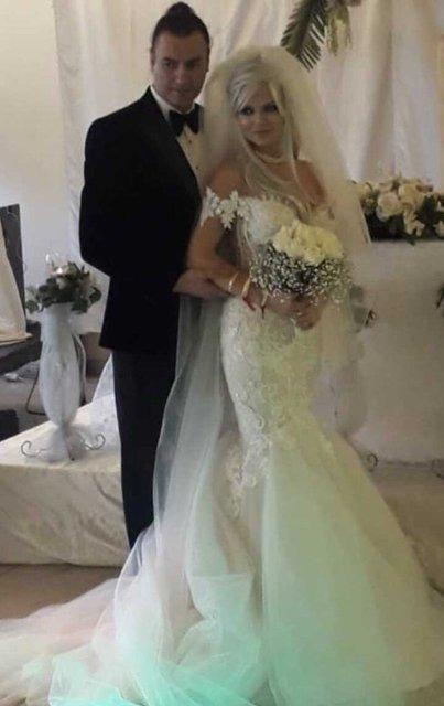 90'lı yılların ünlü popçusu Tayfun Duygulu damat oldu! 51 yaşında yeniden evlenen şarkıcı Tayfun Duygulu'nun değişimi ddikkat çekti...