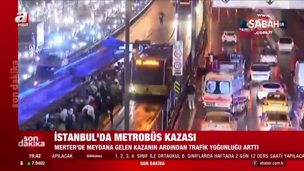 Merter'de metrobüs kazası!