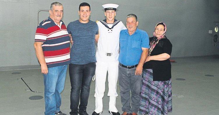 Foça'da askerlere bayram sürprizi
