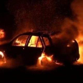 15 dakika önce satın aldığı araba alev alev yandı!