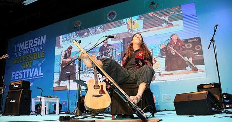 Mersin'de engelli sanatçılar yetenekleriyle büyüledi
