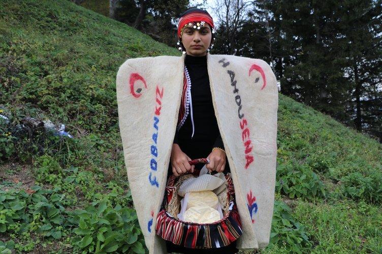 'Çoban kız' Hamdu Sena resepsiyonda bu kepeneği giyecek