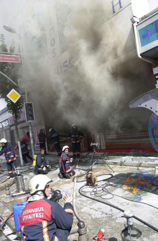 Sultanbeyli'de yangın