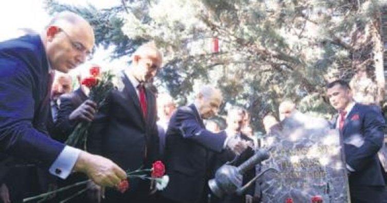 Türkeş'e bayram ziyareti