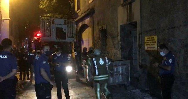 Fatih'te metruk bina çöktü