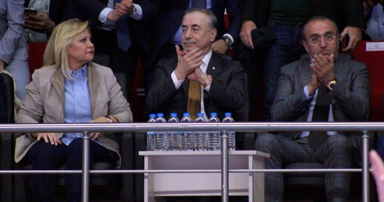 Galatasaray taraftarlarından Mustafa Cengiz için...