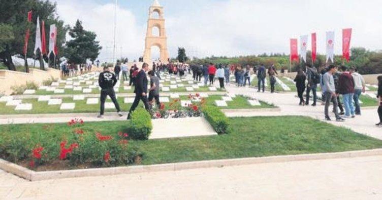 Belediye, emeklileri Çanakkale'ye götürdü