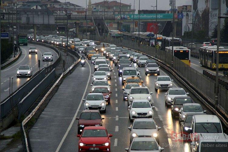 İstanbul'da uzun aradan sonra ilk kez trafik yoğunluğu yaşandı