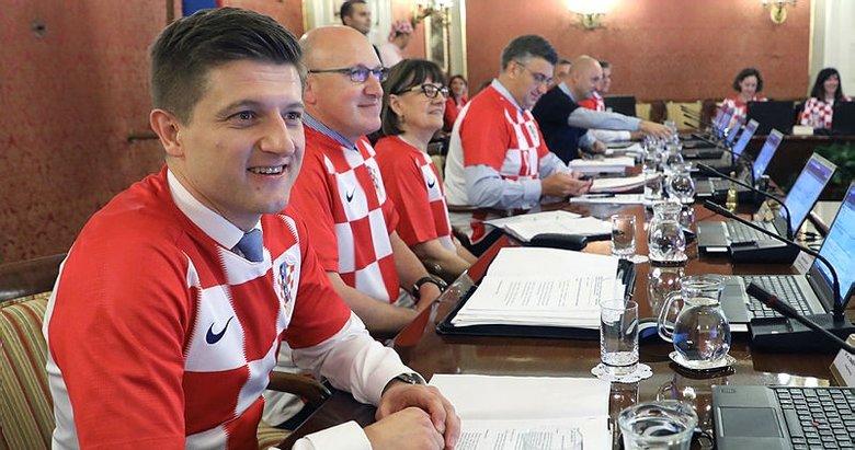 Hırvatistan'da bakanlar kurulu formayla toplandı