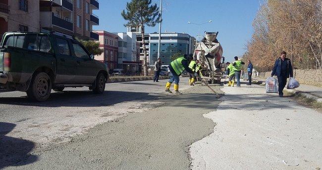 Kayyum geldi Erciş'te cadde ve yolların onarımına başlandı