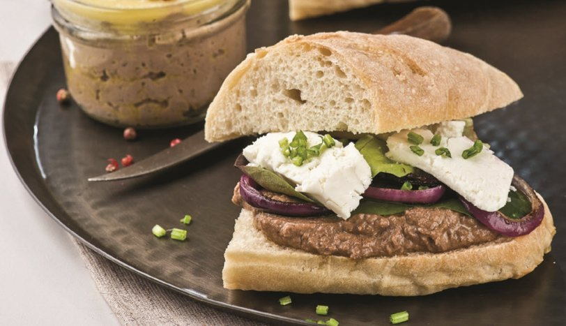 Ciğer Pateli ve Karamelize Soğanlı Sandviç