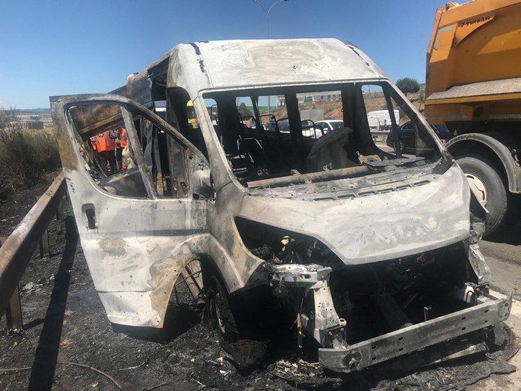 Alev alev yanan minibüs trafiği felç etti
