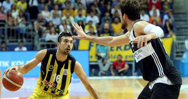 Sloukas ve Barış Fenerbahçe'de kaldı