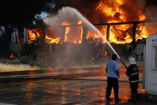 Kimyevi madde deposunda yangın