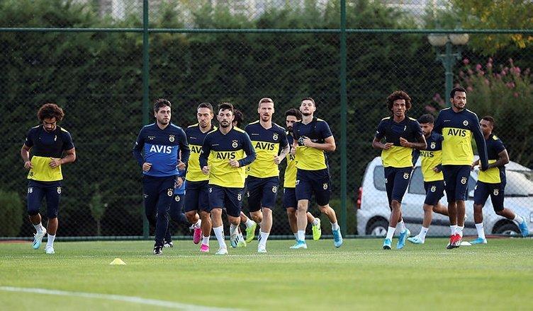Fenerbahçe'de flaş gelişme! Kadro dışı bırakılacak, ismi TFF'ye verilmeyecek